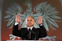 Lech_kaczynski_hands_raised