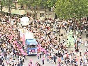 Paris_pride_arrives_at_la_bastille