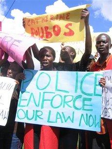 Uganda_antigay_roubos_poster