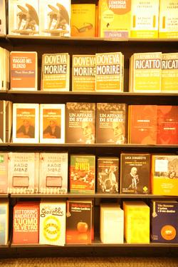 Moro_books_2