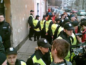 Le_madame_police_cordon