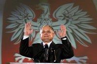 Lech_kaczynski_hands_raised_2